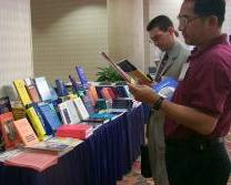 Browsing through the latest publications at Kluwer table